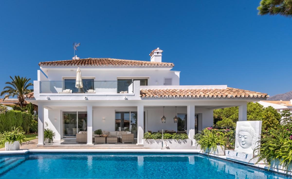 Detached Villa · Nueva Andalucía