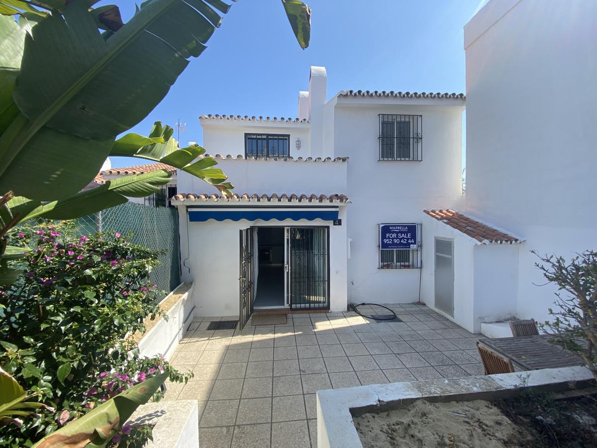 Marbella Banus Adosado en Venta en Atalaya – R3480847
