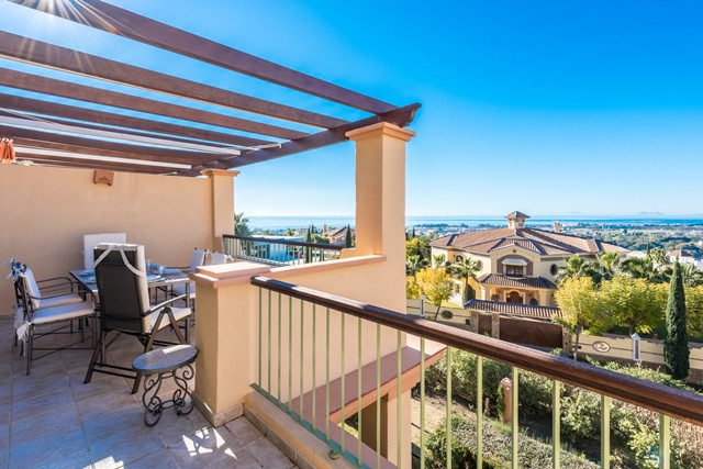 A superb penthouse  for sale in the gated urbanization of Four Seasons within the Los Flamingos golfSpain