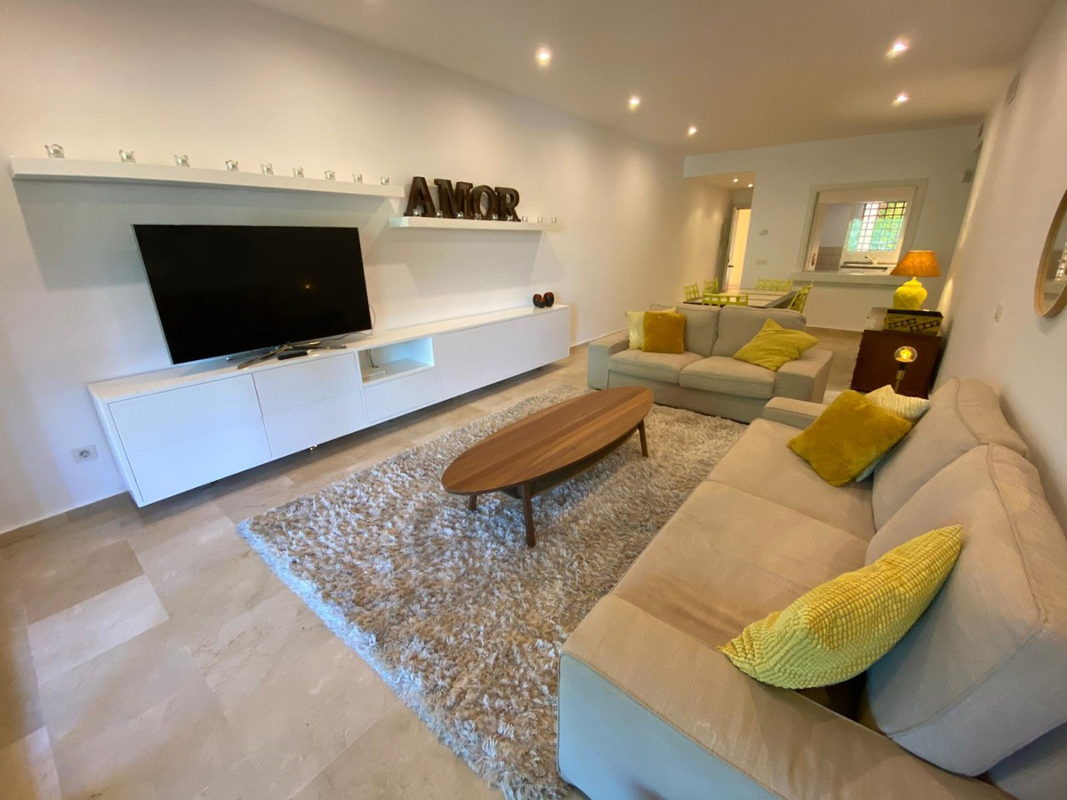 EL CAMPANARIO – BENAHAVIS/ ESTEPONA RENOVATED & TOTALLY FURNISHED APARTMENT  This lovely 2 bedro, Spain