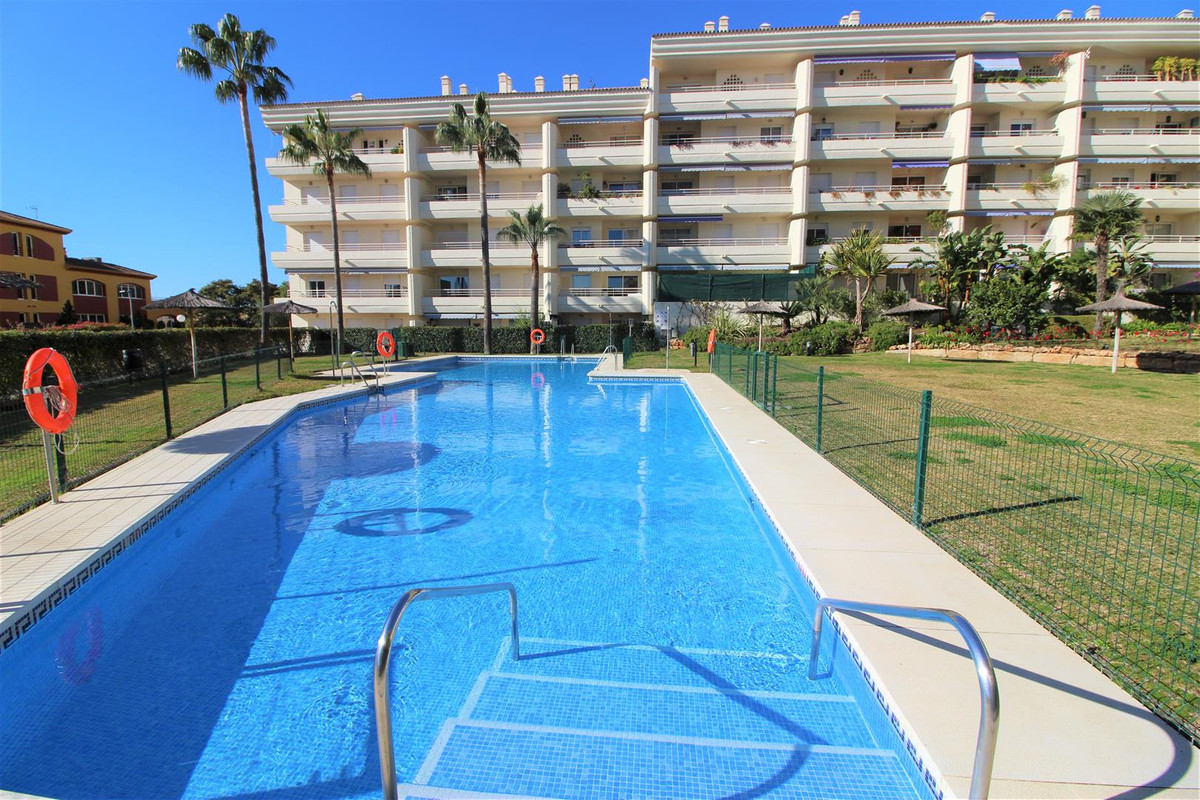 FANTASTIC APARTMENT IN EXCLUSIVA. Excellent location in Golden Mile of Marbella. Very private apartm, Spain