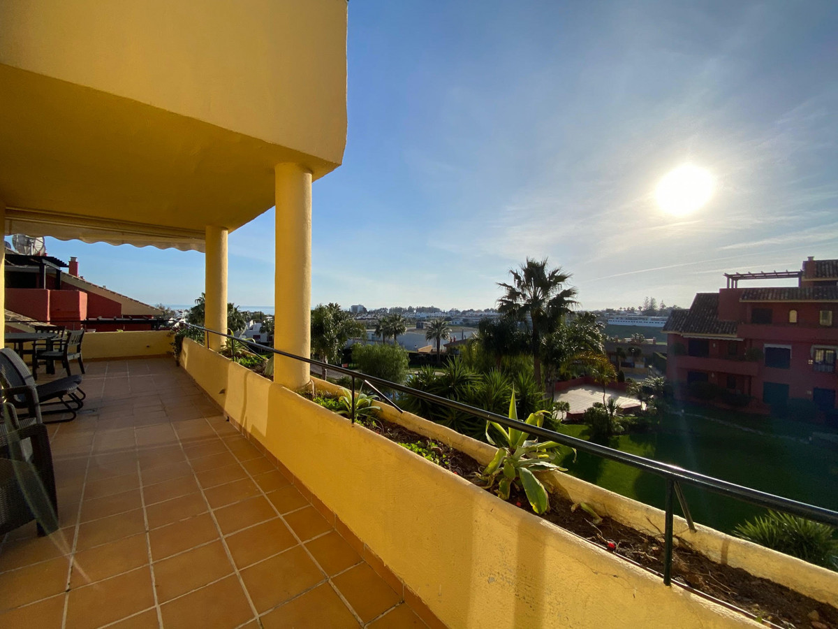 Penthouse, New Golden Mile, Costa del Sol. 4 Bedrooms, 3 Bathrooms, Built 200 m², Terrace 50 m².  Se, Spain