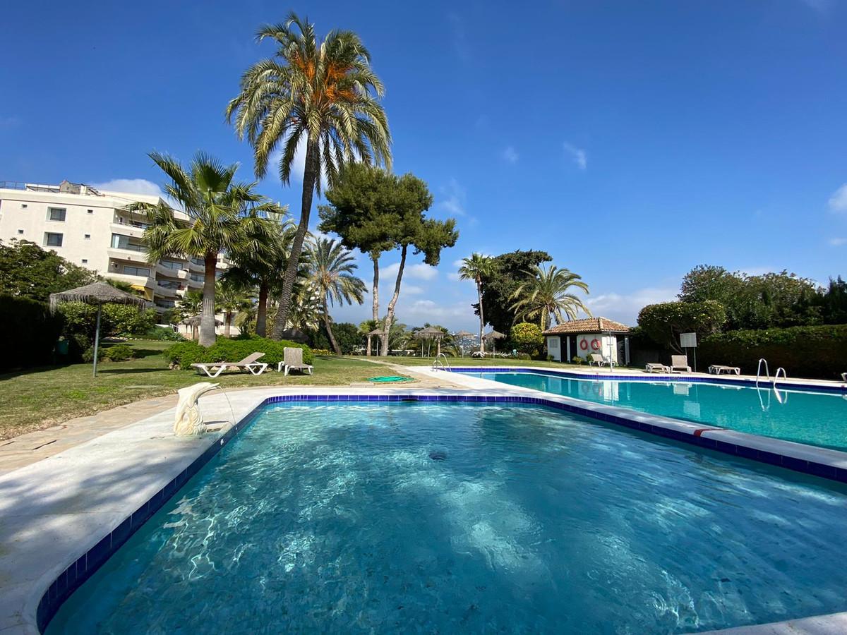Marbella Banus Apartamento en Venta en Atalaya – R3258700