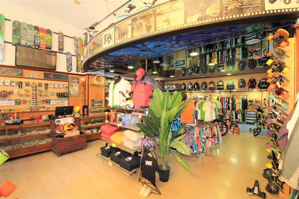Shop, Puerto Banus, Costa del Sol. Built 104 m².  Setting : Town, Commercial Area, Beachside, Port, , Spain