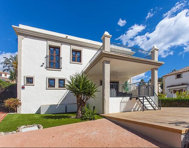 Detached Villa, New Golden Mile, Costa del Sol. 4 Bedrooms, 4 Bathrooms, Built 273 m², Terrace 40 m²,Spain
