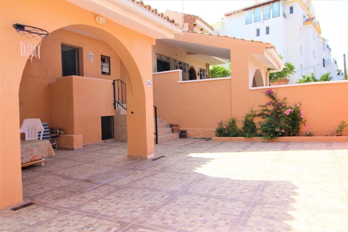 Marbella Banus Pareada en Venta en Atalaya – R3231046