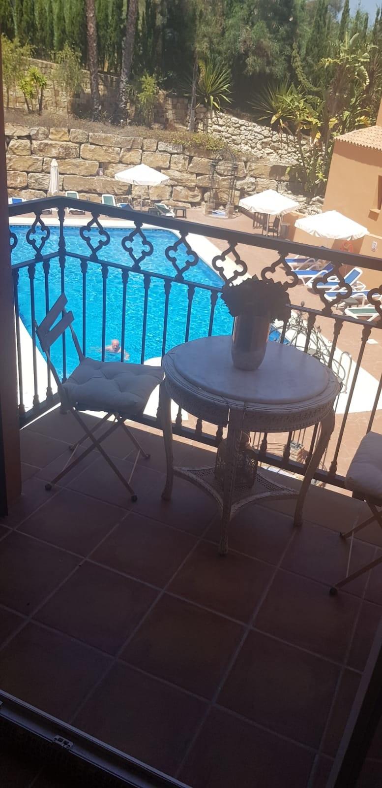 Marbella Banus Apartamento Planta Media en Venta en El Paraiso – R3537589