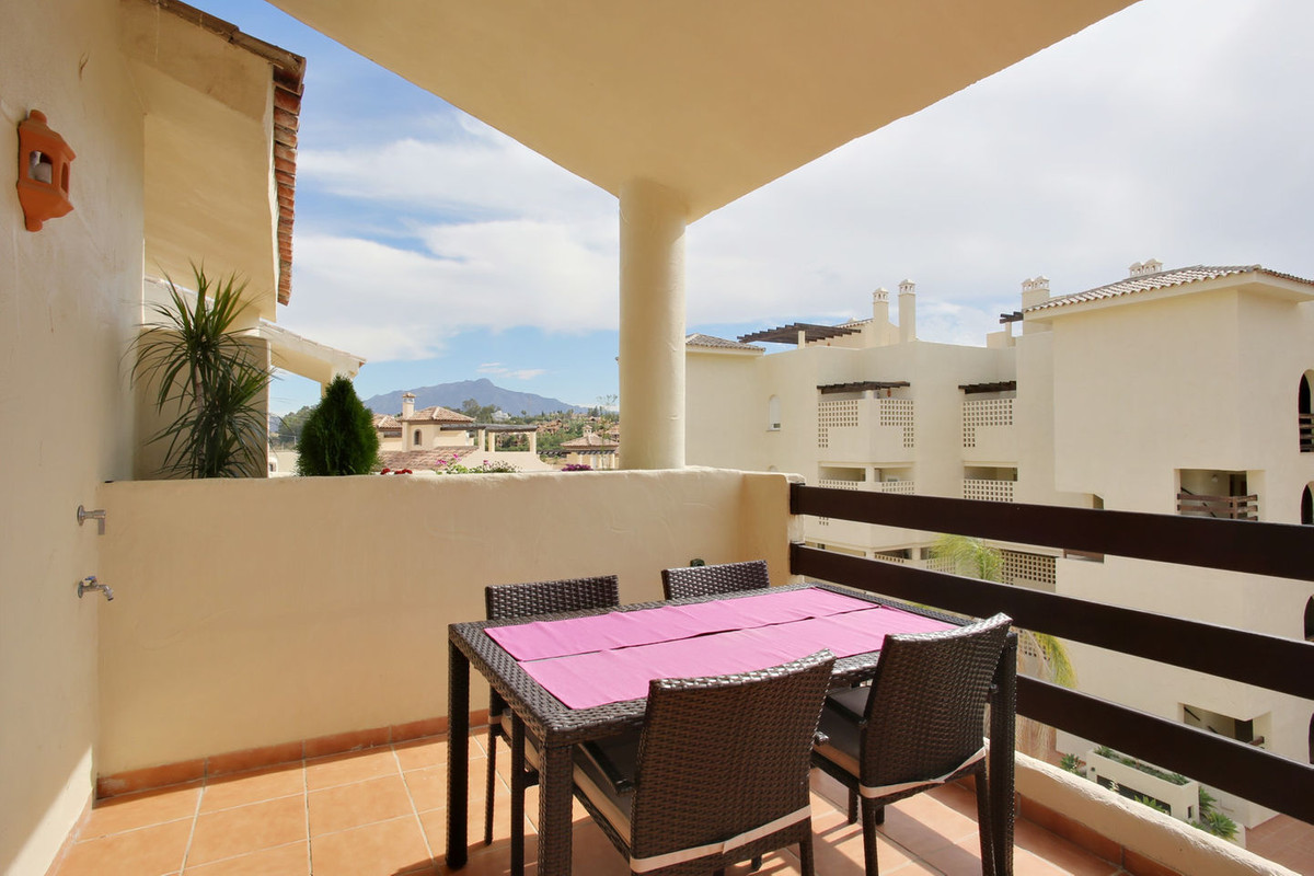 R2983820: Apartment for sale in New Golden Mile