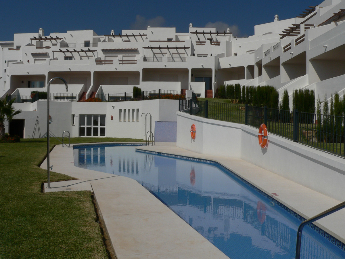 Magnificent townhouse, located in a beautiful and quiet complex. Oriented to the southeast and locat, Spain
