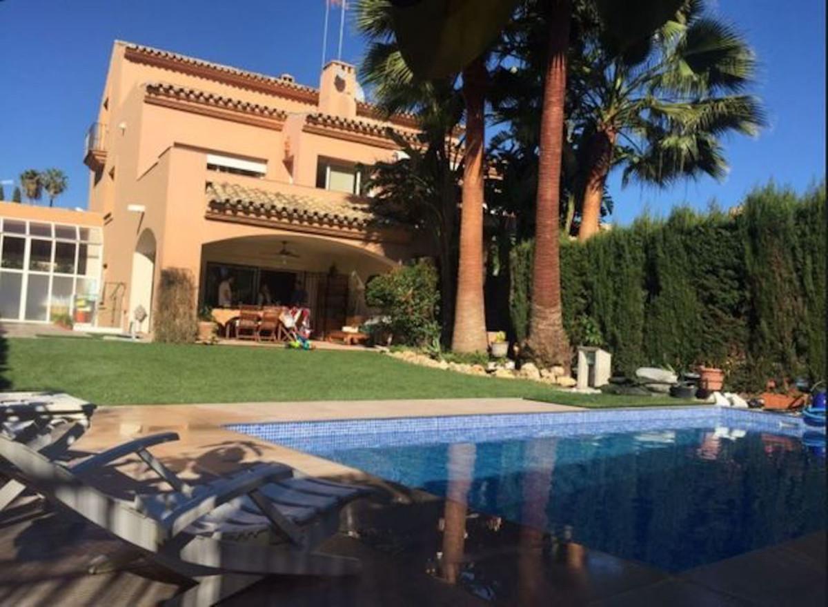 Marbella Banus Pareado en Venta en Atalaya – R3390709