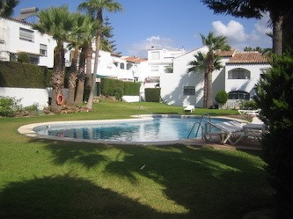 THE PROPERTY  Beautiful townhouse with 3 bedrooms. The house is divided into 2 levels. From the entr,Spain