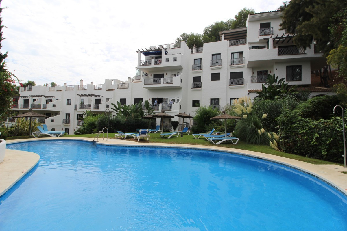 Original apartment in optimal location. This apartment enjoys a good living room, large bedrooms, ma Spain