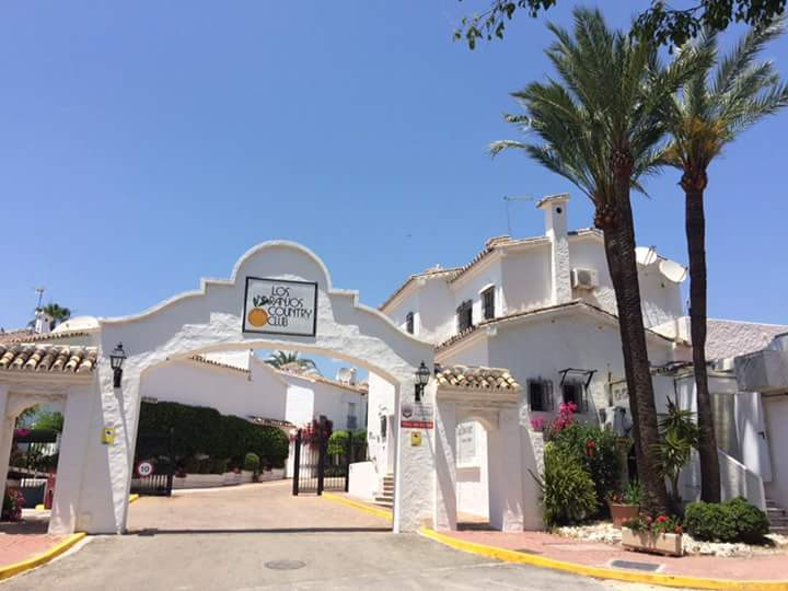 Beautiful and cozy duplex townhouse, located in the Valley of Golf, between 2 of the best courses; L,Spain