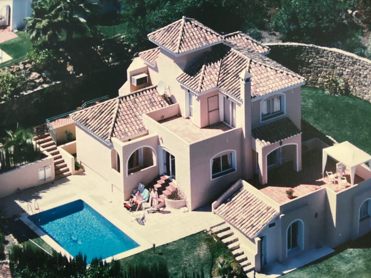 Detached Villa, Marbella, Costa del Sol. 4 Bedrooms, 3 Bathrooms, Built 174 m2;, Terrace 63 m2;, Gar, Spain