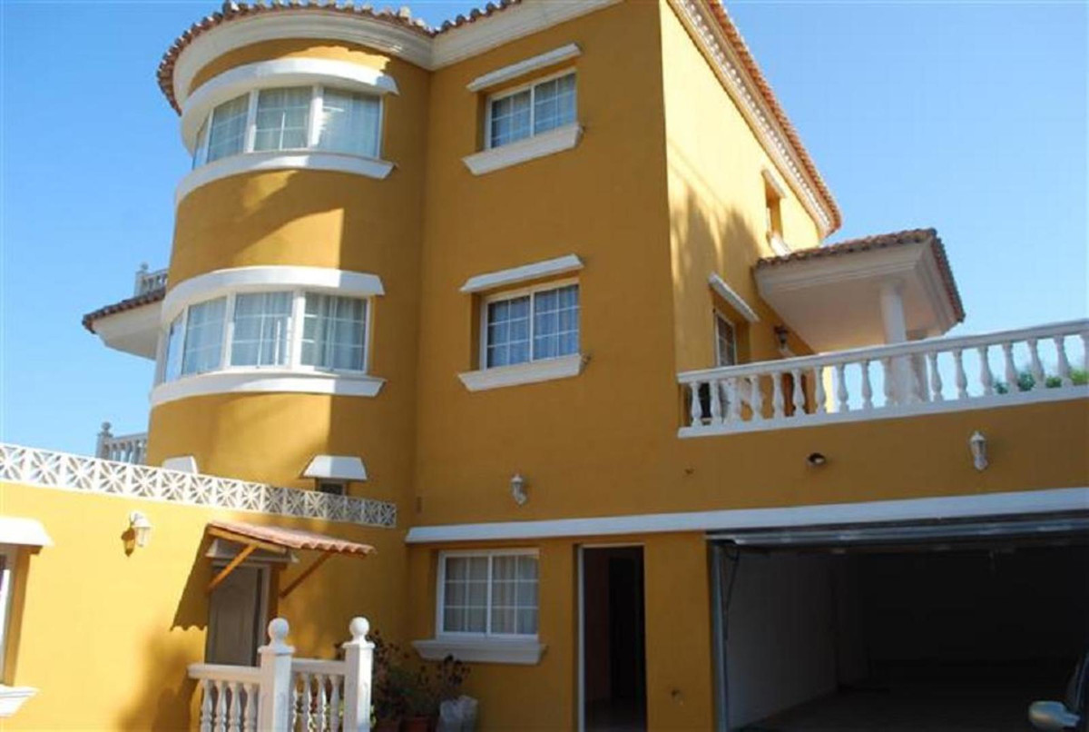 The Villa is located in Benalmadena, very close to the Selwo Marina, and has a living room with a fl, Spain