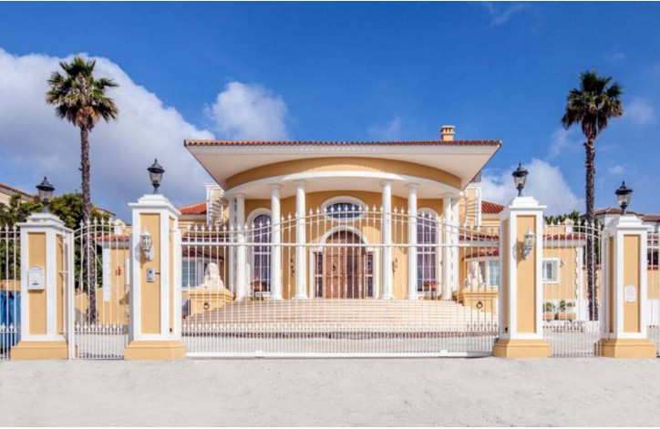 Unique villa in Sotogrande Alto, offering panoramic views towards the sea, Gibraltar, Africa and mou,Spain