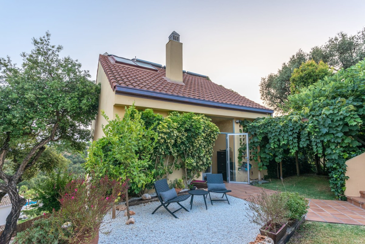Great house in an exclusive area of ??Marbella, La Mairena. The house is distributed over 3 floors. ,Spain