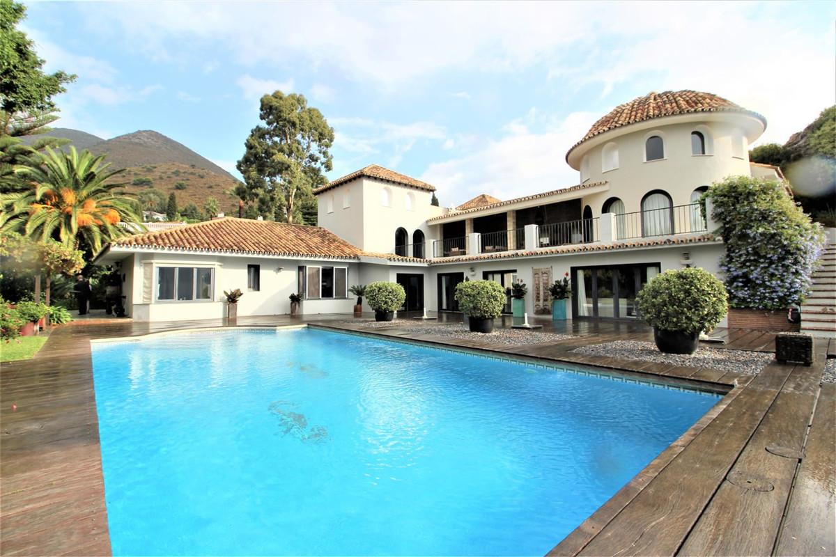 Villa  Independiente en venta  y en alquiler   en Benalmadena