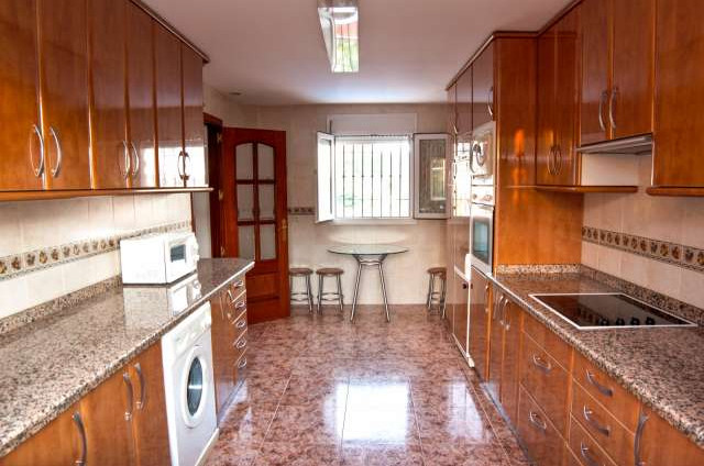 R2764640 | Detached Villa in San Pedro de Alcántara – € 1,000,000 – 4 beds, 3 baths
