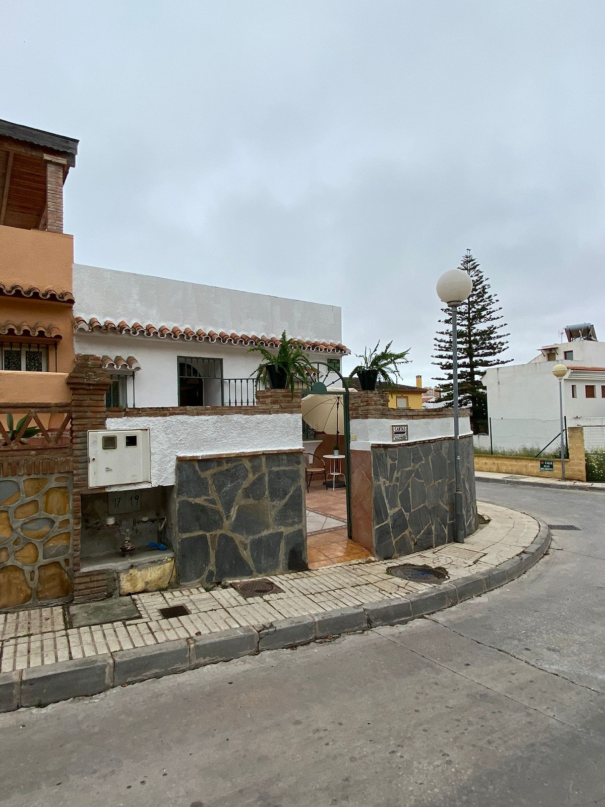 Cozy semi-detached house on the corner in the heart of Los Boliches. Located in Calle Matias Lara La,Spain