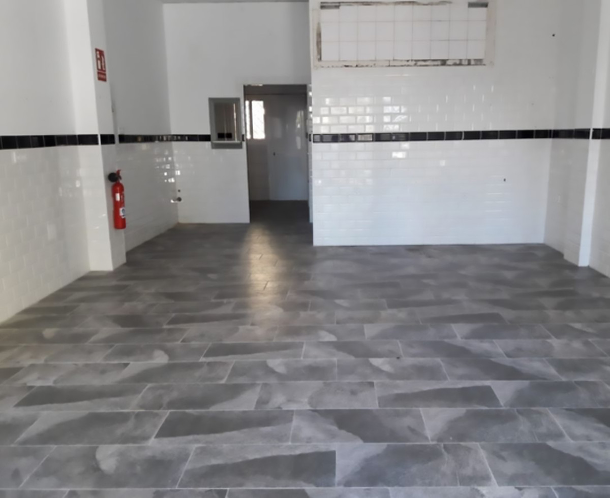Excellent opportunity to acquire a spacious flat within walking distance of the center of Fuengirola,Spain