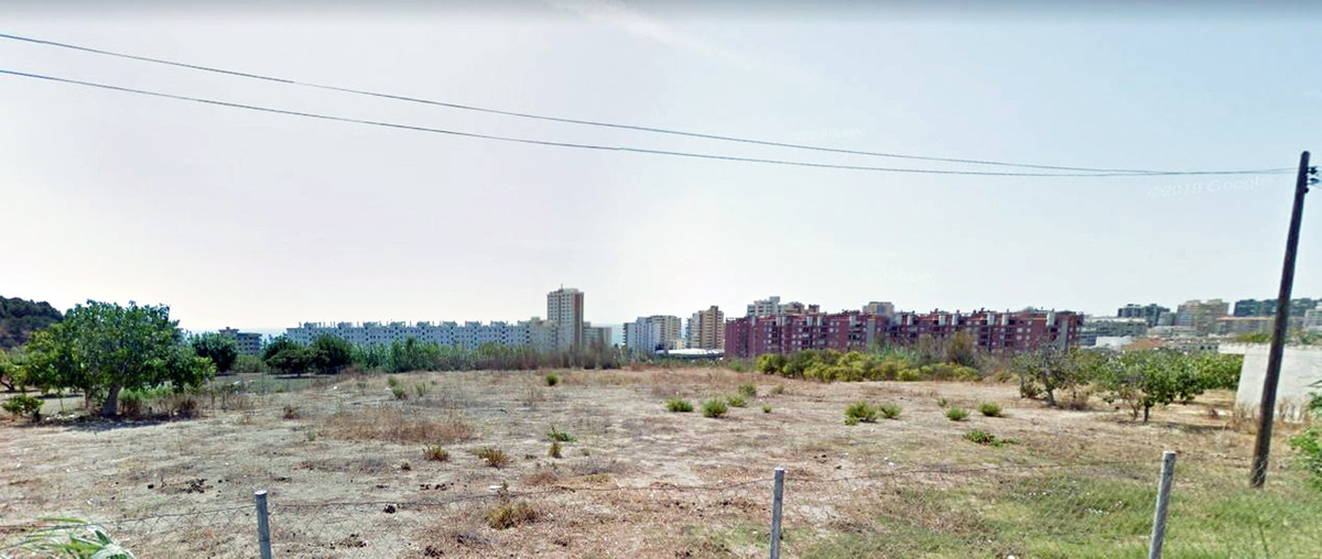 Flat plot of 832 m2 next to urbanize with urban qualification buildable in urbanization Los Pacos, F,Spain