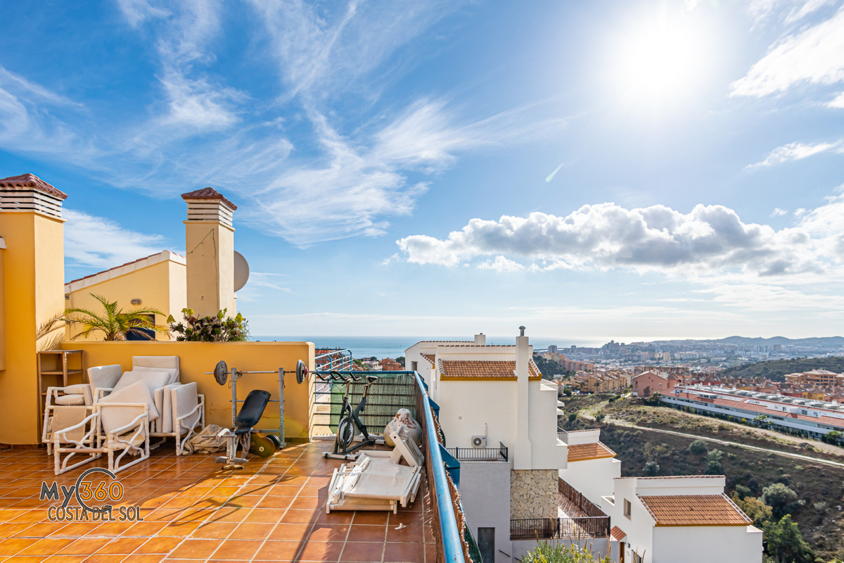 Fabulous house with magnificent views of the sea and the mountains, strategically located in Torrebl,Spain
