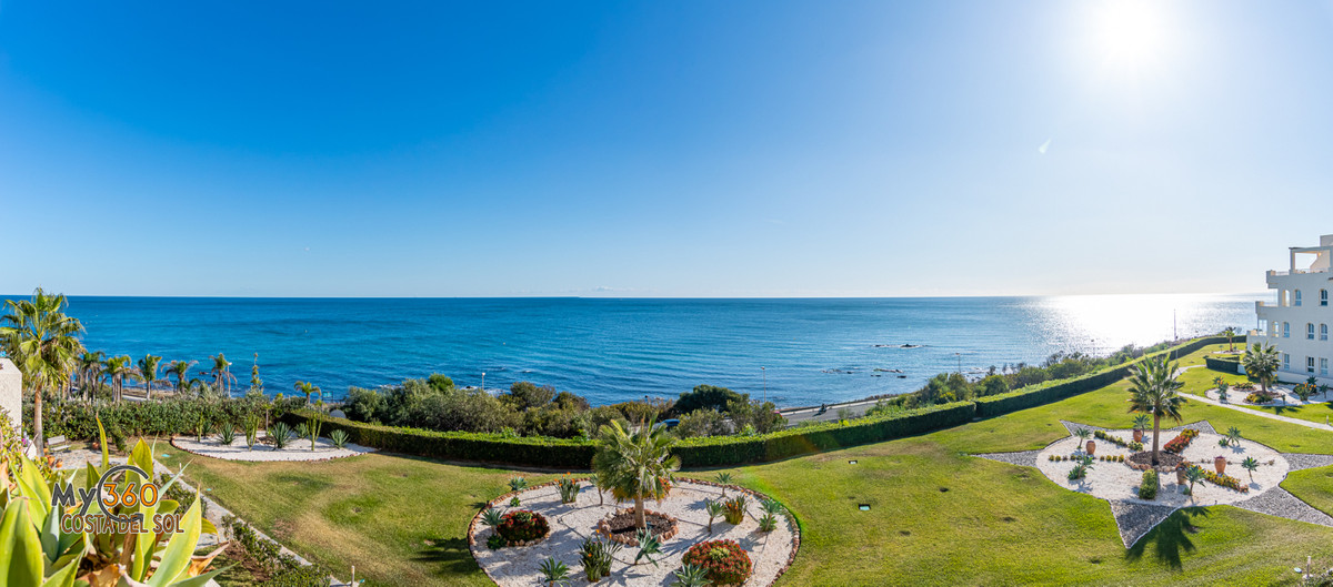 Fantastic Front-Line Apartment with Epic Sea Views Situated in a very sought-after and highly groome,Spain