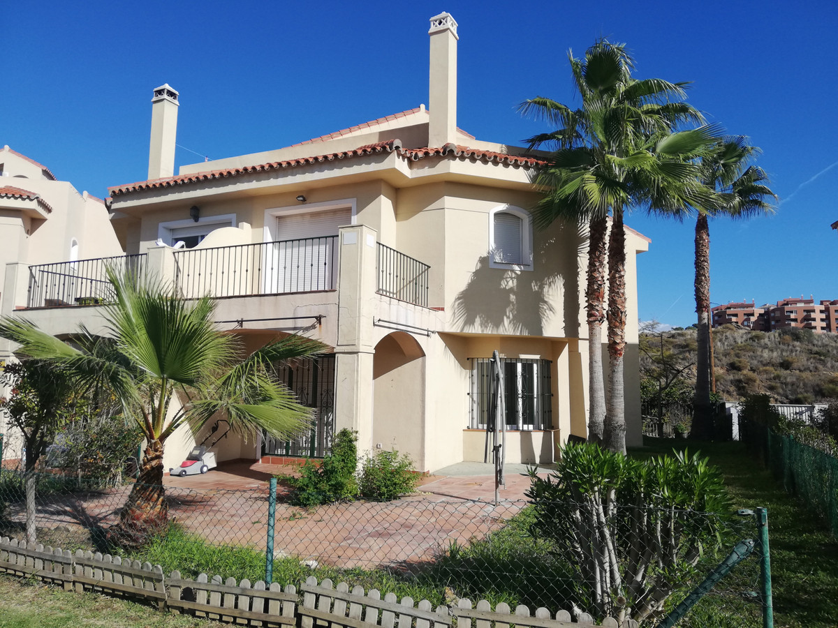 Magnificent, spacious and bright semidetached in gated community, three bedrooms, three bathrooms, l,Spain
