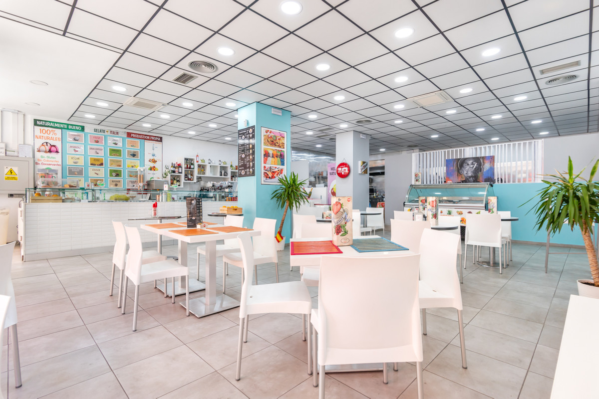 It leases wonderful pizzeria, cafeteria, bar and ice cream fully equipped craft, in full operation a,Spain