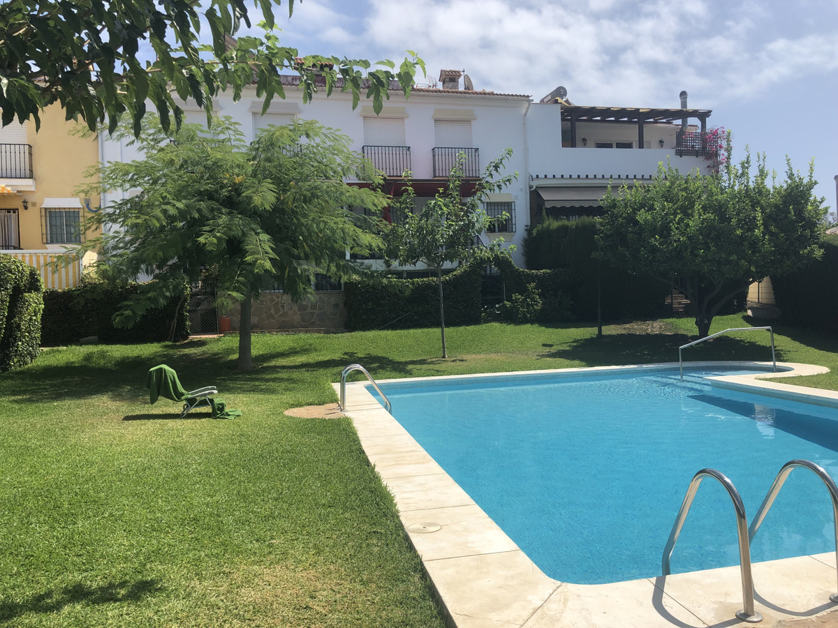 Corner townhouse, in the lower part of the Pacos. Spacious villa, bright, very well located, just 1 ,Spain