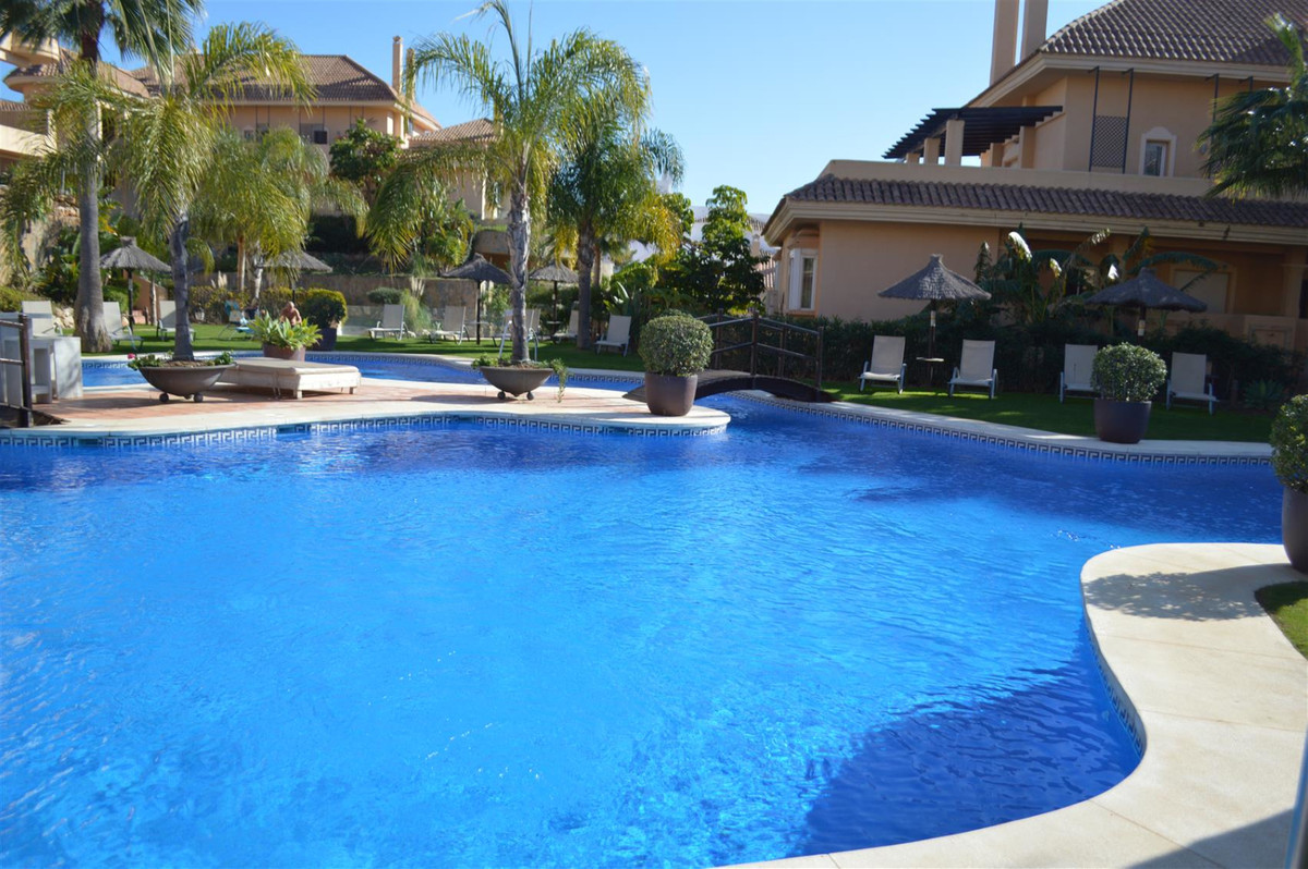 SUPER APARTMENT LOCATED IN THE GATED RESORT OF ALOHA HILL CLUB  A lovely middle floor apartment boas,Spain