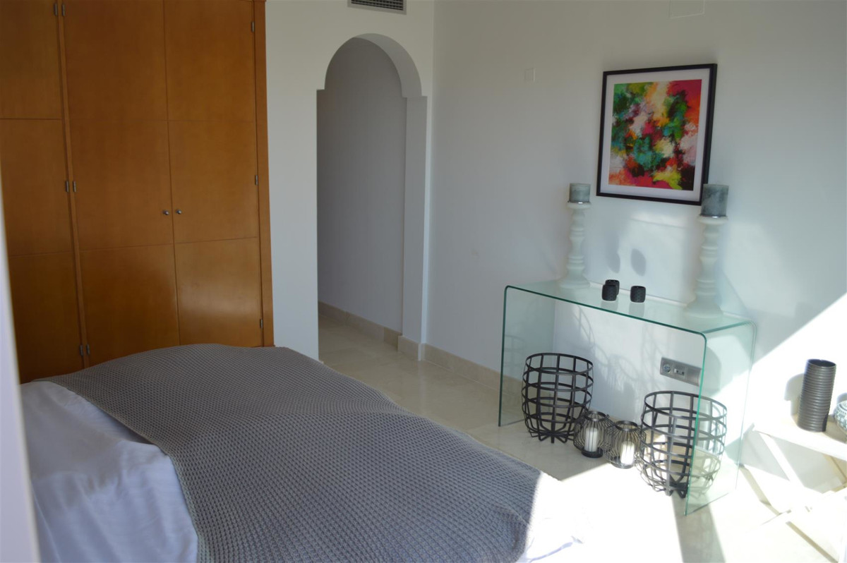 Apartment Middle Floor in Nueva Andalucía, Costa del Sol