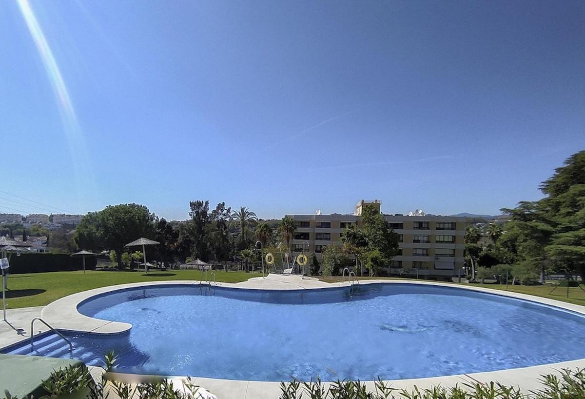 Apartamento en Venta en Nueva Andalucía – R3907051
