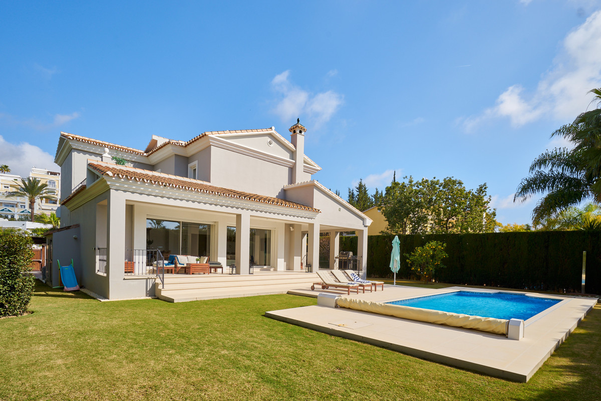A wonderful, recently reformed four bedroom contemporary style family home located in Parcelas del G, Spain