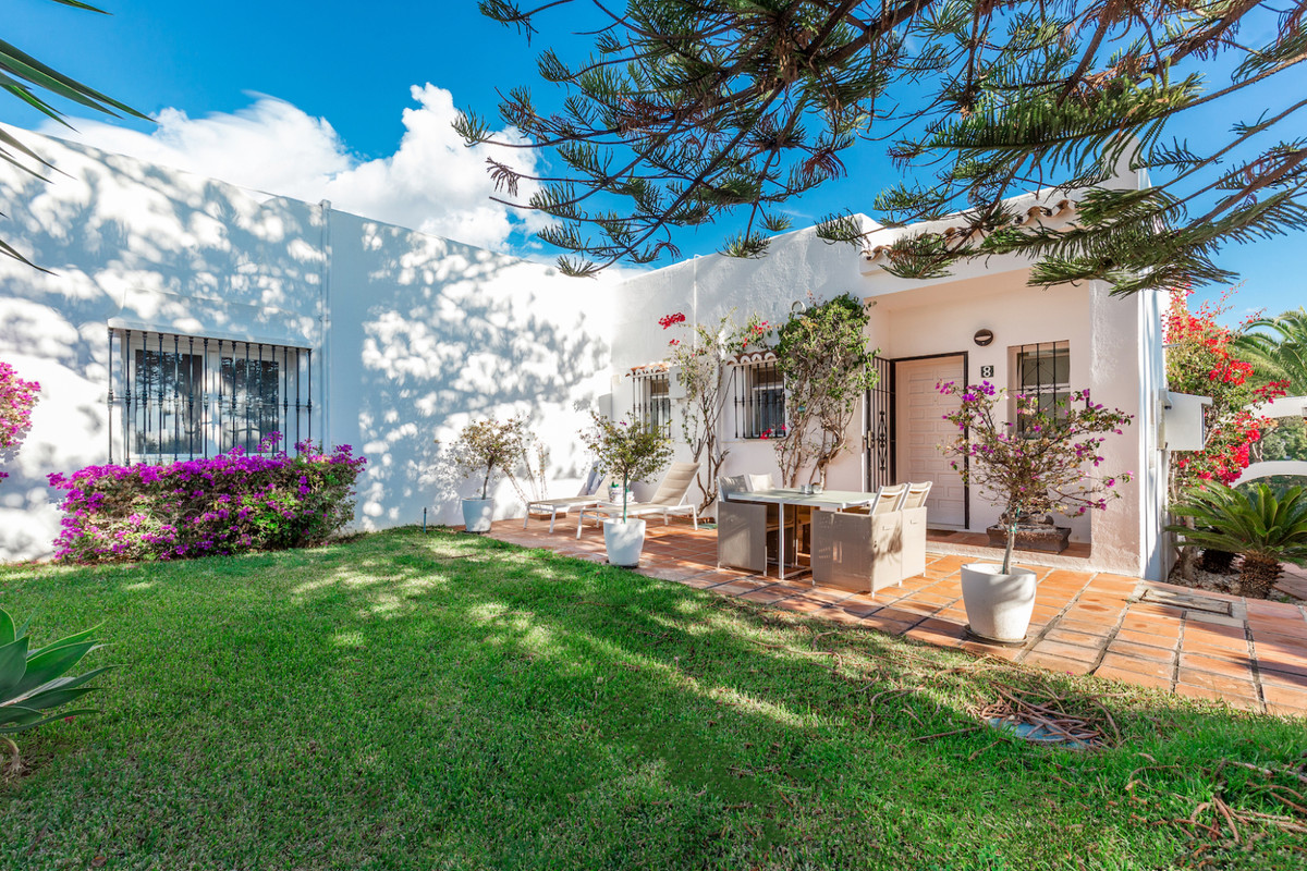 Occupying one of the prime locations within this gated front line golf urbanisation of just 18 townh,Spain