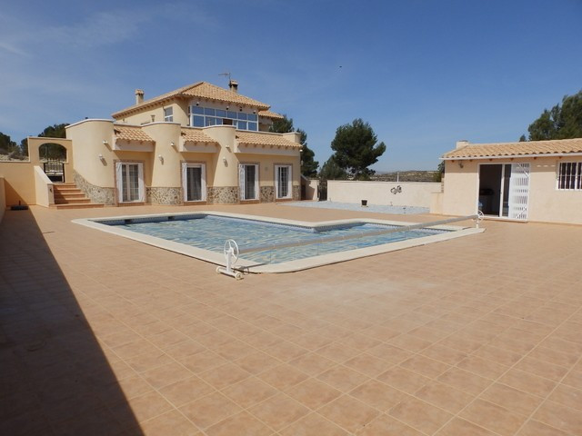 This magnificent 4 bedroom, 3 bathroom detached villa is located on the outskirts of the village of , Spain