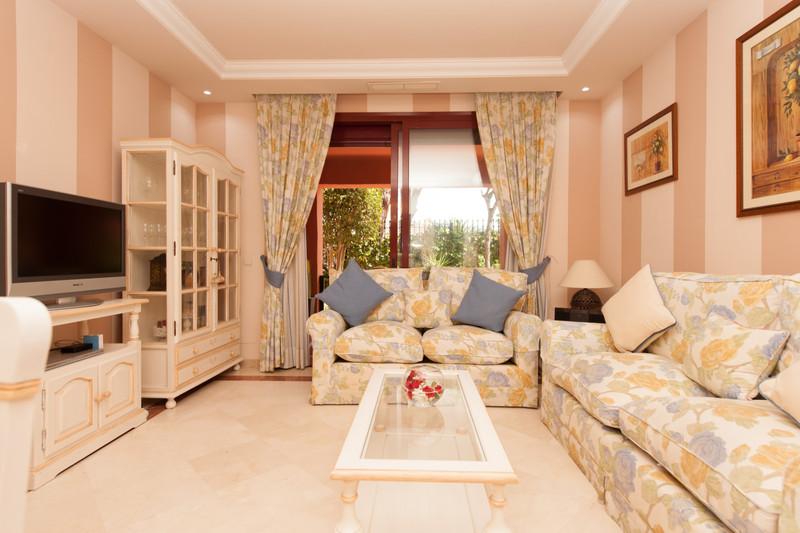 Marbella Banus Apartamento Planta Baja en venta en Elviria – R3553312