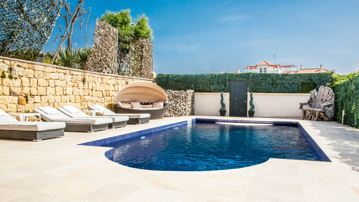 Lovely semi detached house in the urbanization of Los Flamencos de Riviera del Sol. One of the rare ,Spain