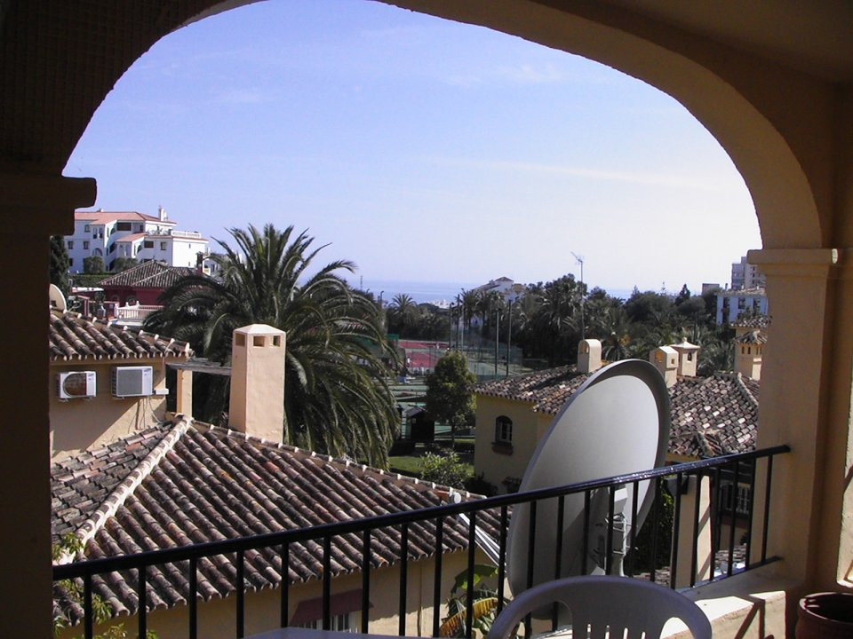 We are pleased to offer this lovely 1 bedroom, 1 bathroom, first floor apartment in Aquarius Tennis , Spain
