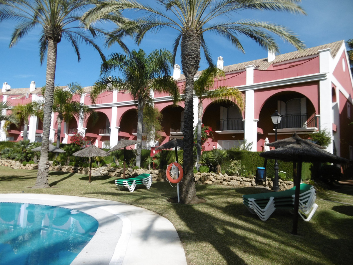 Beautiful Townhouse in gated and beachfront complex within a stones throw of the beach. The townhous, Spain