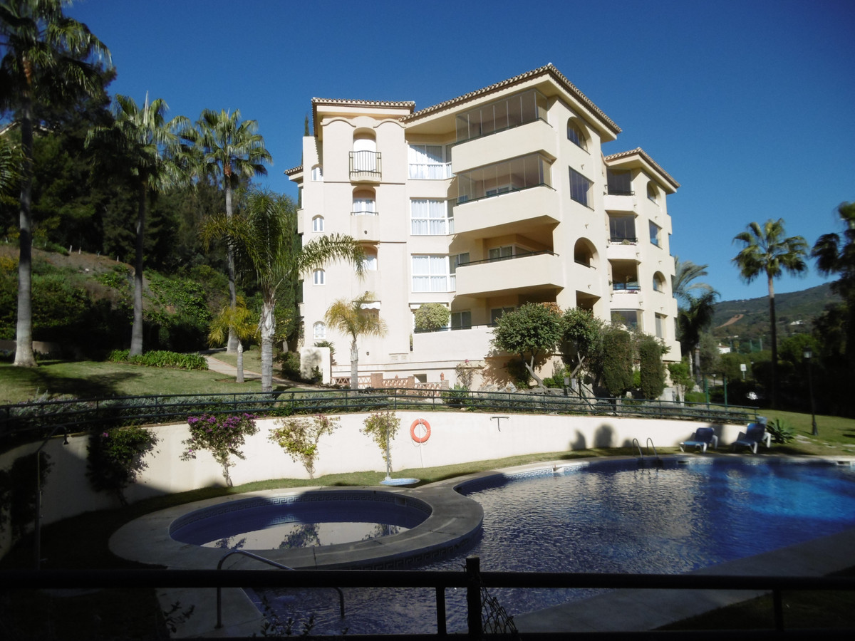 This is a beautiful 3 bedroom apartment in sought after complex in Elviria and front line golf views, Spain