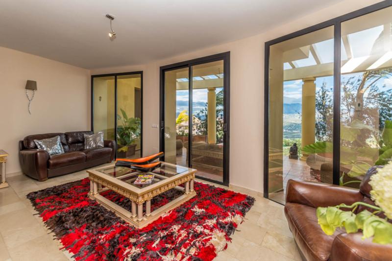 Villa – Chalet en Venta en La Mairena – R2345258