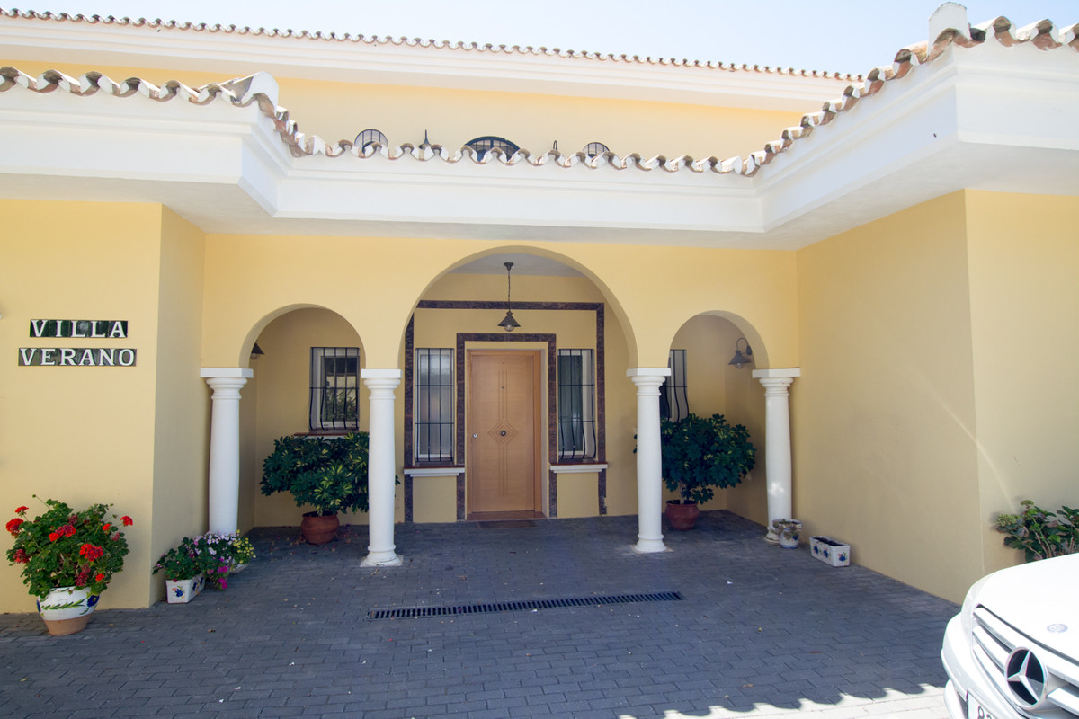 House in El Paraiso R2738222 43