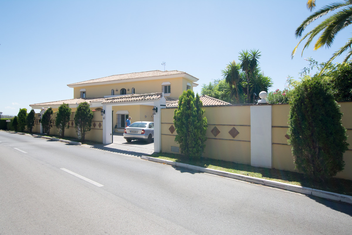 House in El Paraiso R2738222 45