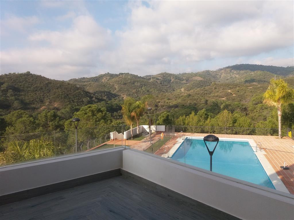 Brand new apartment in the Ocean Hills project. High quality materials: ceramic floors, walk in show,Spain