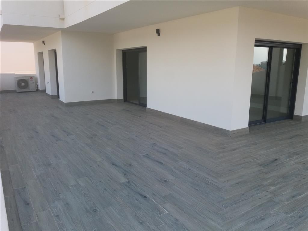 Apartamento Planta Media en Venta en Selwo – R3091846
