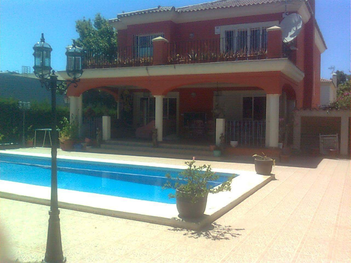FANTASTIC 4 BEDROOM DETACHED VILLA FOR SALE - GREAT INVESTMENT - MANY ATTRIBUTES!!   Large villa at , Spain