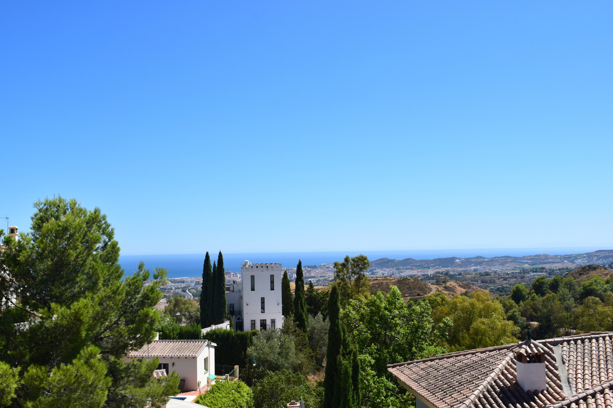 Ideal plot for the construction of a luxury and modern villa with panoramic sea views, located in in, Spain