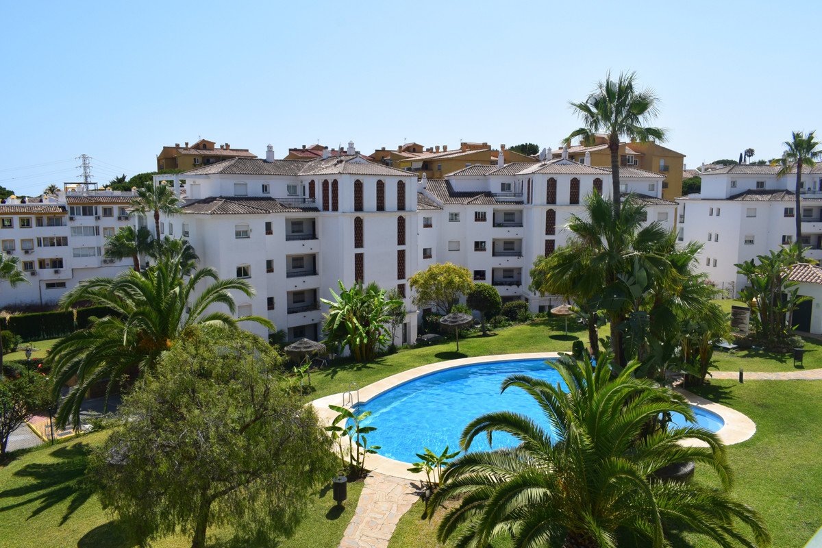 Beautiful well maintained apartment located in a sought after community within walking distance of a,Spain